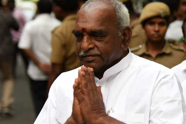 pon-radhakrishnan-and-thambithurai-meet-at-kovai-airport