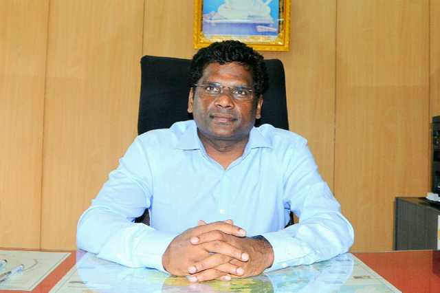 thiruvannamalai-collector-explains-about-his-duties-to-students