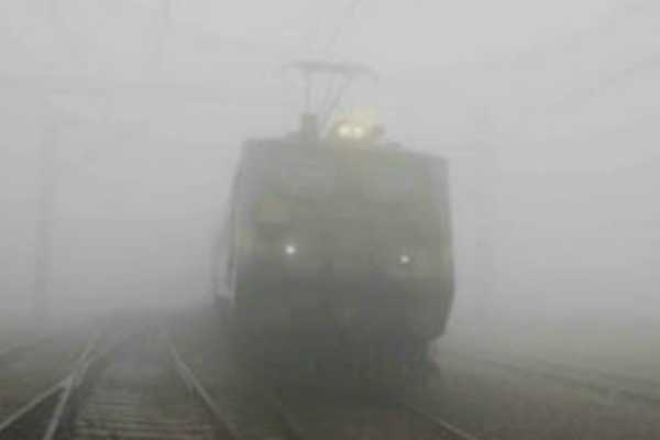 10-trains-towards-delhi-running-late-today-due-to-low-visibility-conditions