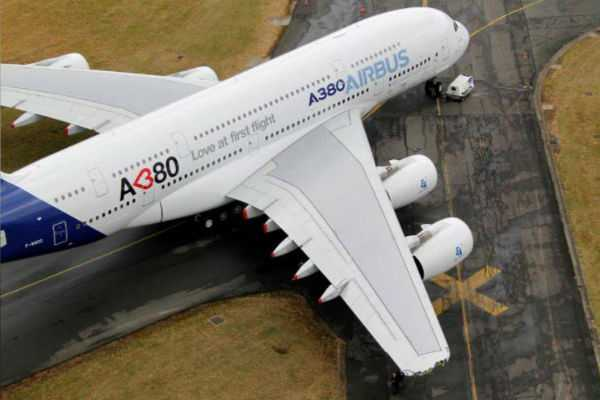 end-of-the-superjumbo-airbus-is-giving-up-on-the-a380
