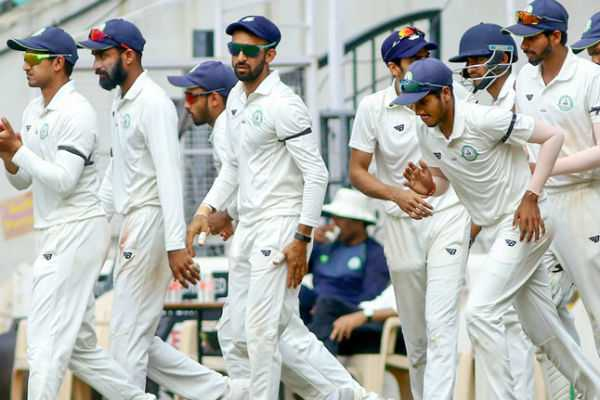 players-and-umpires-wear-black-armbands-in-the-protest-of-pulwama-attack