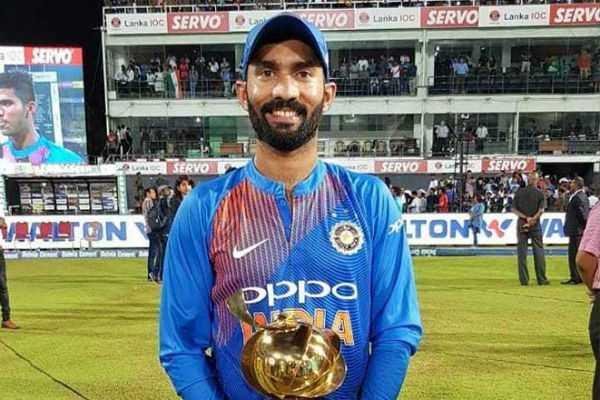 sunil-gavaskar-picks-dinesh-karthik-ahead-of-rishabh-pant-in-world-cup-squad