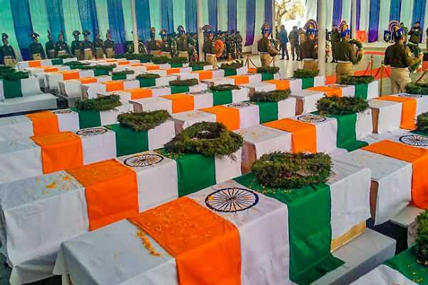 bollywood-celebrities-send-their-deepest-condolences-to-the-martyrs-of-pulwama