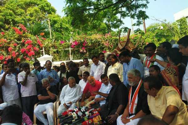 arvind-kejriwal-meets-puducherry-cm-narayanasamy
