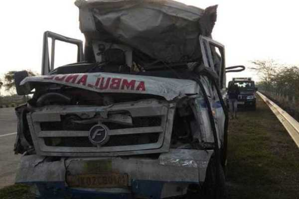 ambulance-carrying-mortal-remains-rams-into-a-car-on-yamuna-expressway-7-dead