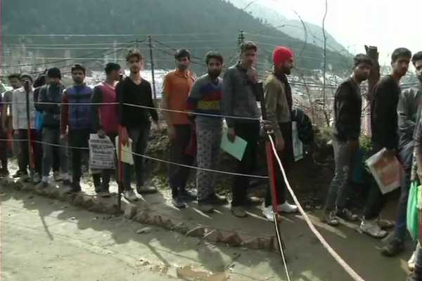 jammu-kashmir-several-kashmiri-youth-take-part-in-an-army-recruitment-drive
