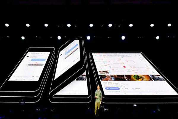 samsung-introduces-4-galaxy-s10-smartphones-including-folding-display