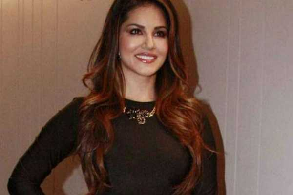 sunny-leone-topper-in-bihar-public-health-engineering-department-s-recruitment-list