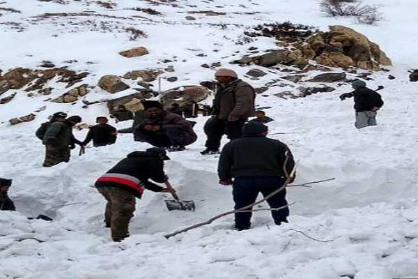 himachal-pradesh-operation-for-rescue-for-5-army-personnel-trapped-in-snow-avalanche