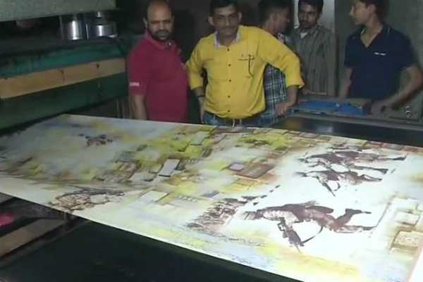 gujarat-mill-creates-sarees-with-images-of-soldiers-to-pay-tribute-to-crpf-martyrs