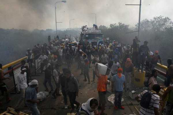 venezuela-aid-trucks-blocked-5-dead-in-riots