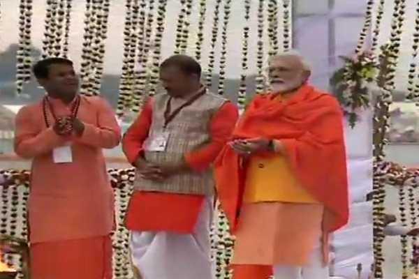 pm-modi-takes-a-holy-dip-in-prayagraj