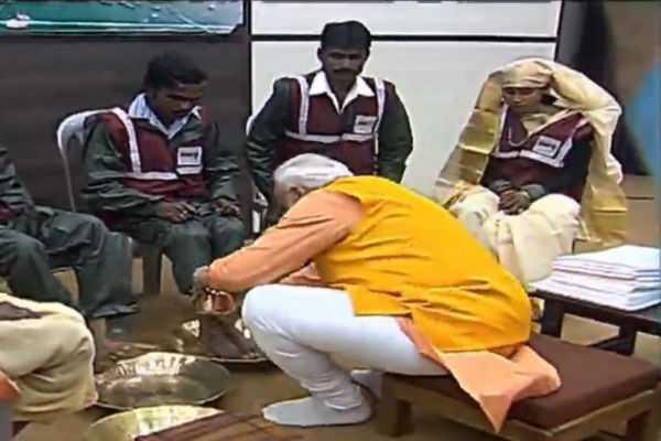 prime-minister-narendra-modi-washes-feet-of-sanitation-workers-in-prayagraj