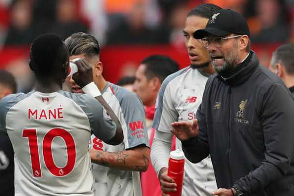 manchester-united-hold-liverpool-title-race-tightens