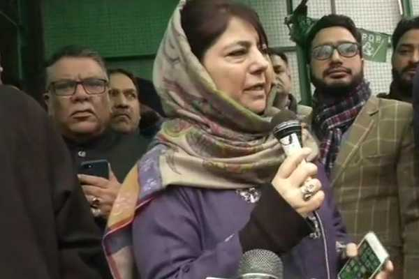 mehbooba-mufti-protest-in-srinagar-against-the-ban-on-jamaat-e-islami