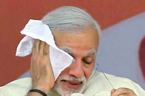 pm-modi-breaks-into-tears-while-speaks-with-a-pulwama-martyr-s-daughter