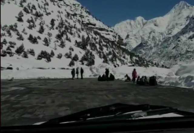 heavy-snowfall-prevails-in-himachal-pradesh
