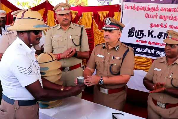 salem-cool-drinks-solar-glasses-given-to-traffic-police