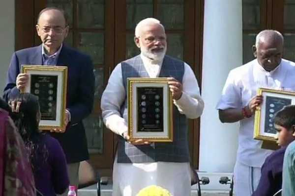 pm-modi-unveils-new-rs-20-coins-for-blind-people