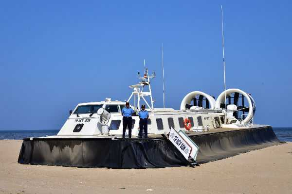 lady-officers-reached-chennai-by-hovercraft
