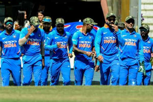indian-players-sported-camouflage-caps-in-3rd-odi-against-australia-after-permission-from-icc