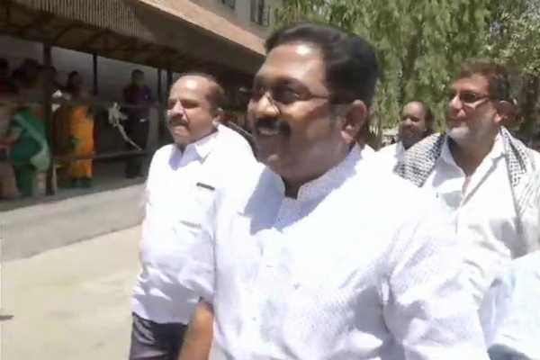 ttv-dinakaran-meets-sasikala-at-bengaluru-jail