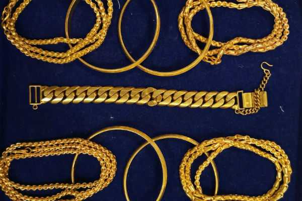 trichy-733-grams-gold-seized-at-airport