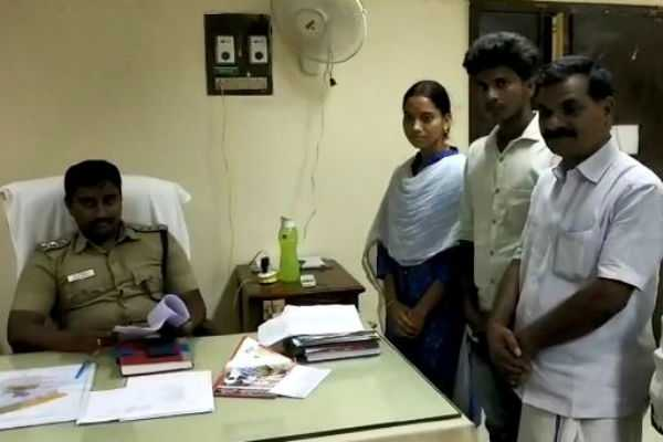 kumbakonam-married-lovers-requesting-help-from-police