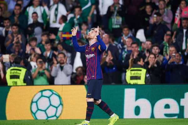 messi-gets-standing-ovation-from-opposition-fans