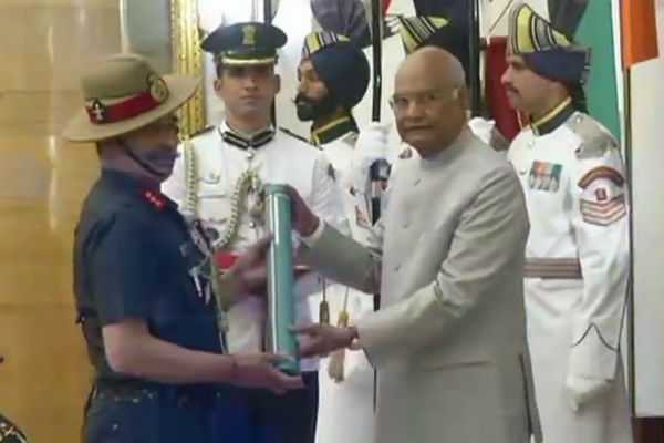 lt-genaral-anil-kumar-bhatt-received-uttam-udh-seva-medal-from-president
