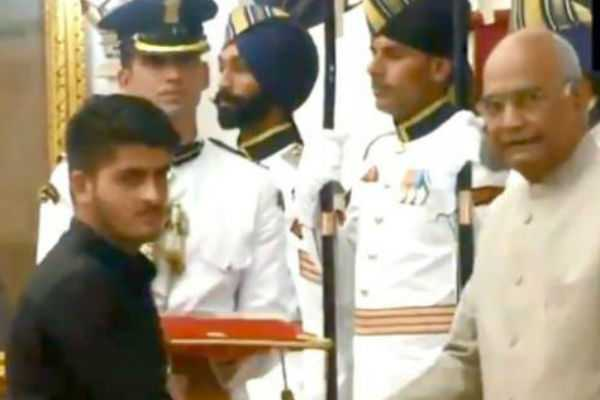 shourya-chakra-award-to-irfan-ramzan-sheik-who-defeated-terrorist-on-his-14-years-of-age
