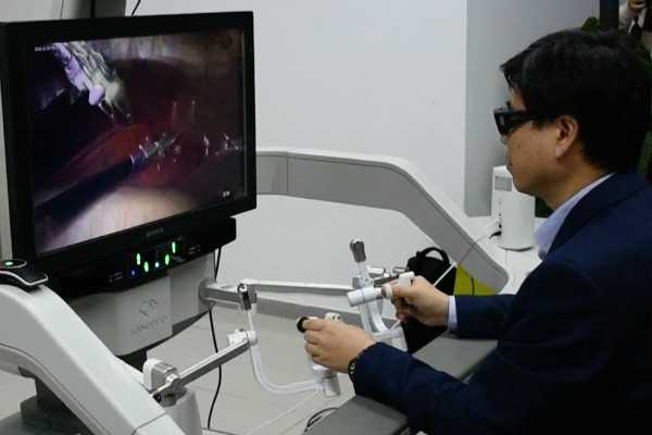 chinese-doctor-performs-remote-surgery-with-5g-help