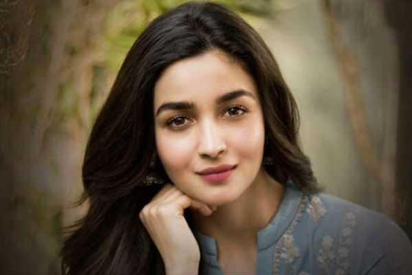 alia-bhatt-gifts-rs-50-lakh-cheques-to-driver-and-helper-on-her-birthday