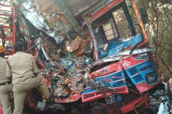 three-dead-after-a-truck-carrying-lpg-cylinders-collided-with-another-truck