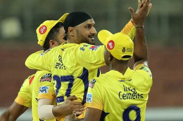 csk-thrash-bengaluru-by-7-wickets