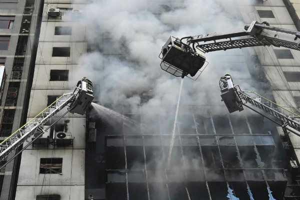 bangladesh-skyscraper-fire-25-dead