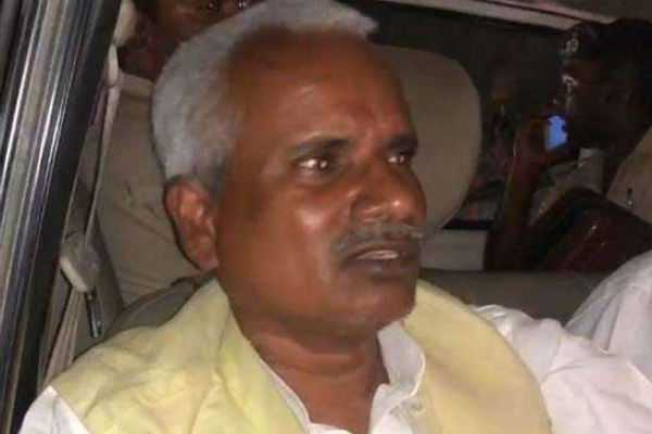 bihar-grand-alliance-candidate-suffered-with-accident