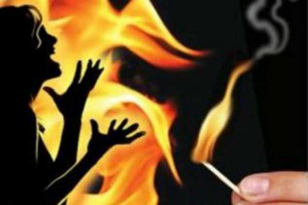 a-17-year-old-daughter-was-burnt-by-a-father