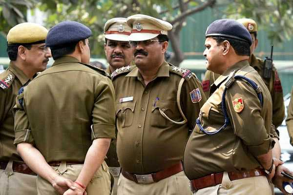 april-fool-delhi-cops-in-lungi-tell-atm-thief-who-disclosed-his-plan