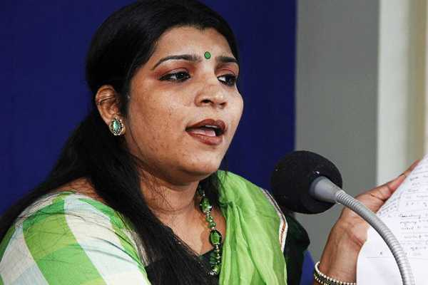 solar-scam-accused-saritha-nair-to-fight-rahul-gandhi-in-wayanad