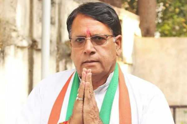 cong-minister-promises-govt-job-for-party-s-booth-workers