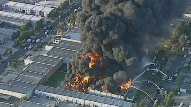 chemical-factory-blaze-black-clouds-of-smoke-cover-melbourne