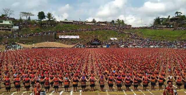nagaland-largest-traditional-konyak-dance-display