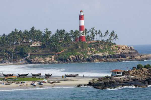 kovalam-in-arabian-beach