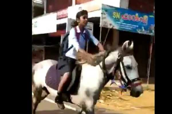 a-girl-galloping-to-give-her-class-10-exam-on-a-horse-anand-mahindra-tweet