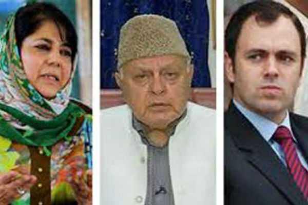 pil-against-omar-farook-and-mehabooba-seeking-ban-on-contesting-loksabha-election