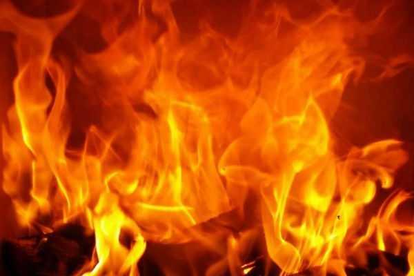 major-fire-broken-out-in-a-jute-godown-in-bihar