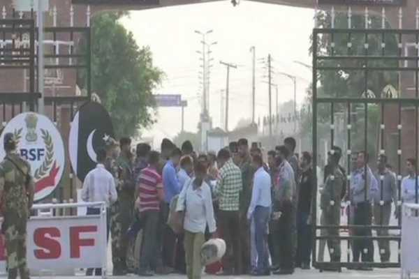 pakistan-releases-100-indian-prisoners