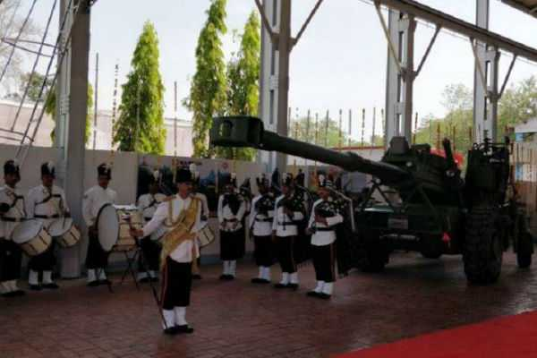 army-gets-first-batch-of-dhanush-home-made-bofors-artillery-guns-from-ofb