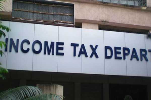 a-team-of-income-tax-dept-conducted-a-raid-at-a-private-hotel-in-ballari